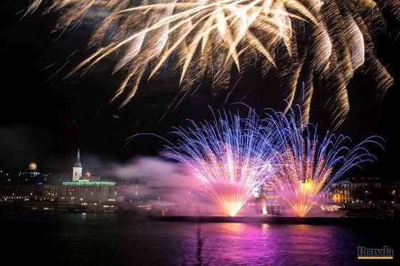 Svetelnú šou na Dunaji trvala približne osem minút.