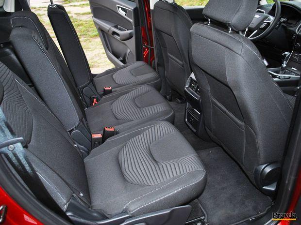 Cestujúci môžu zadné sedadlá do sýtosti nastavovať.