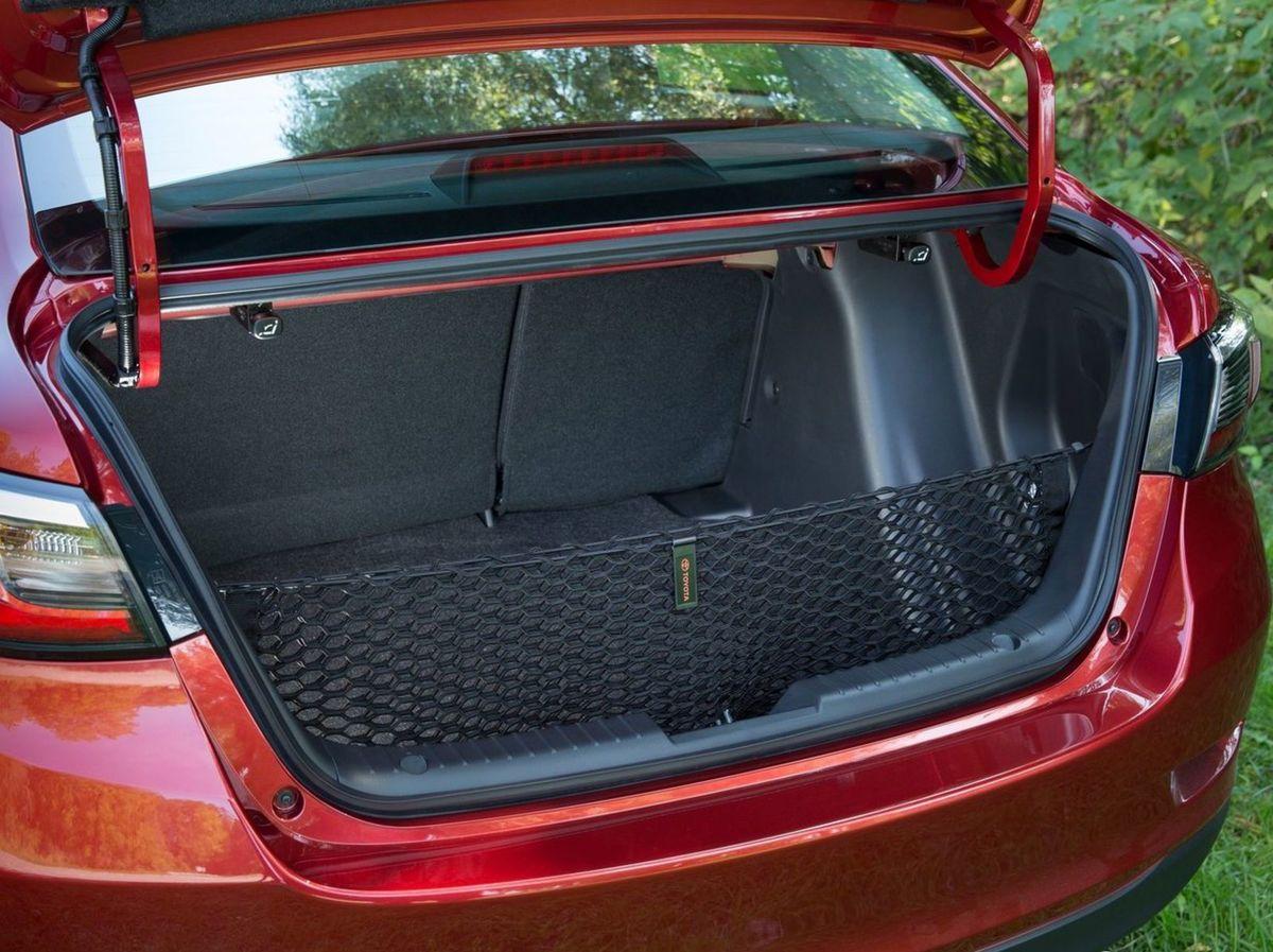 V kufri ponúka Yaris sedan 408 litrov pre batožiny. To je viac ako základný objem kufra Aurisu.