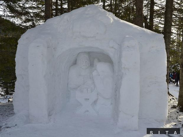 Snehový betlehem pri Rainerovej chate.
