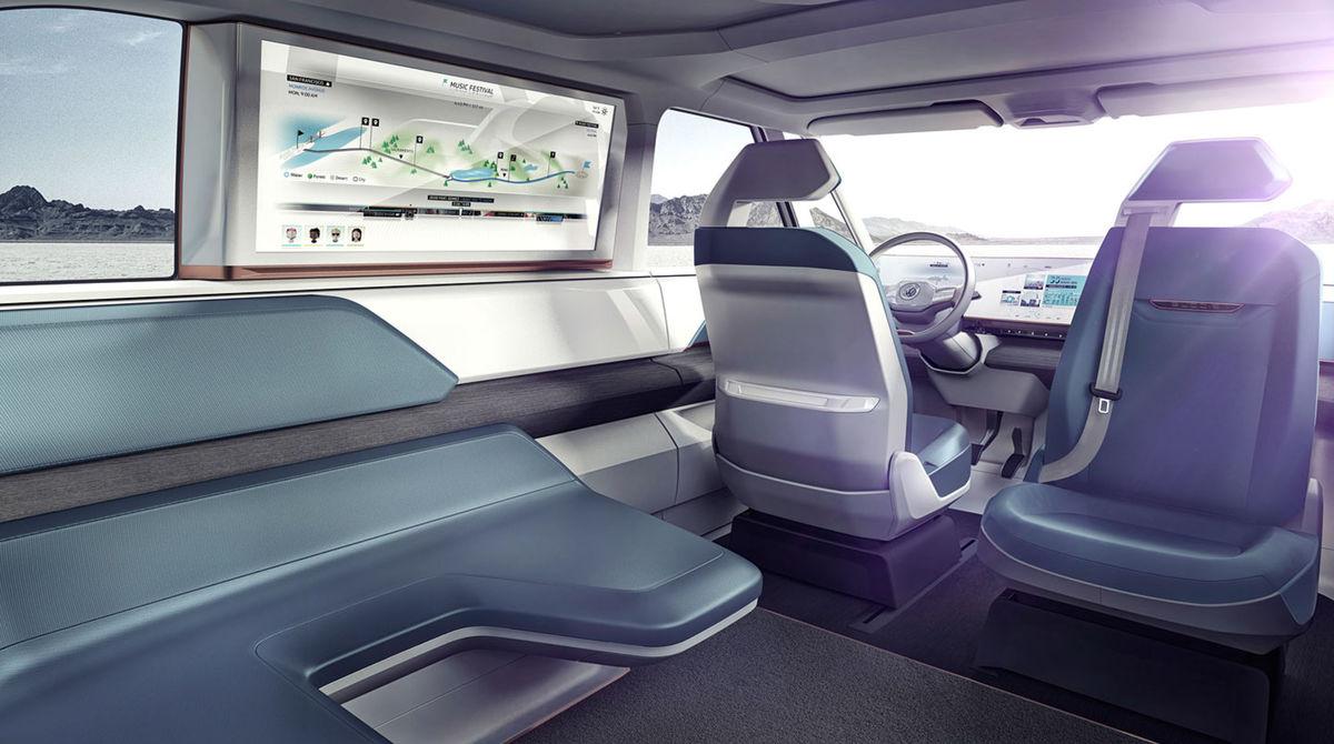 Zadná lavica, otočné sedadlo spolujazdca a úplne vodorovná podlaha umožňujú vytvoriť klubové usporiadanie interiéru.