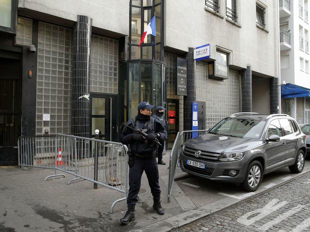 Paríž, policajná stanica