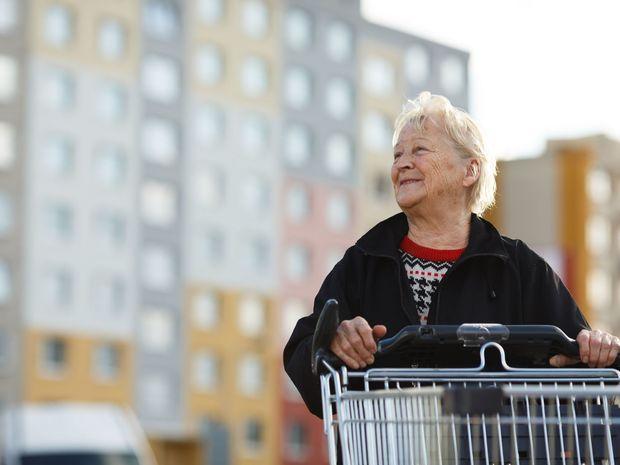 dôchodca, dôchodkyňa, babka, stará mama,