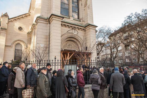 Uctiť pamiatku kňaza Antona Srholca si prišli stovky ľudí.