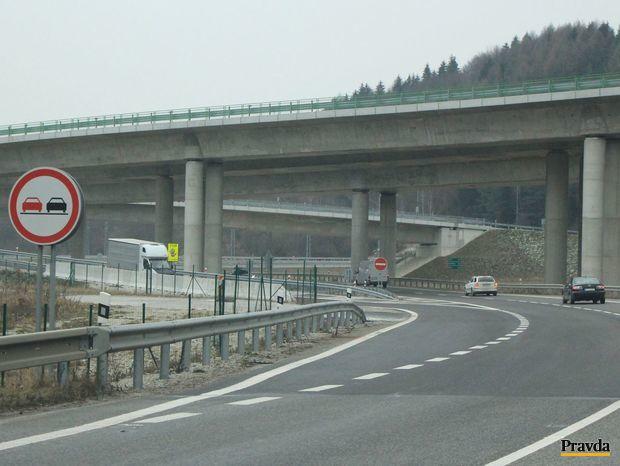 Diaľnica D1, zjazd, Dubná skala