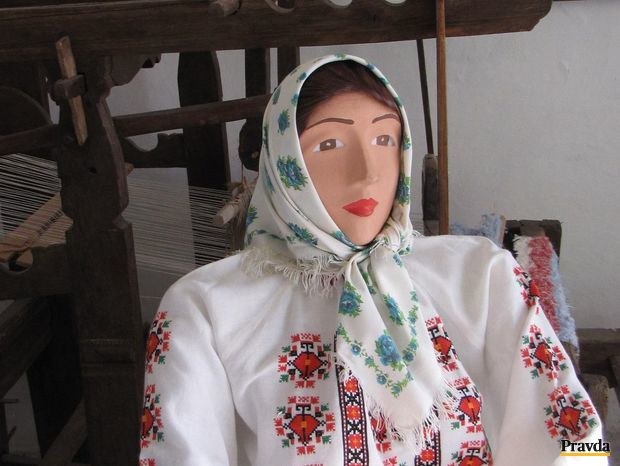 Opatovčanka v kroji je tiež v obecnom múzeu.