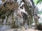 Cesta k jaskyni Phra Nang pomedzi krasové útvary.