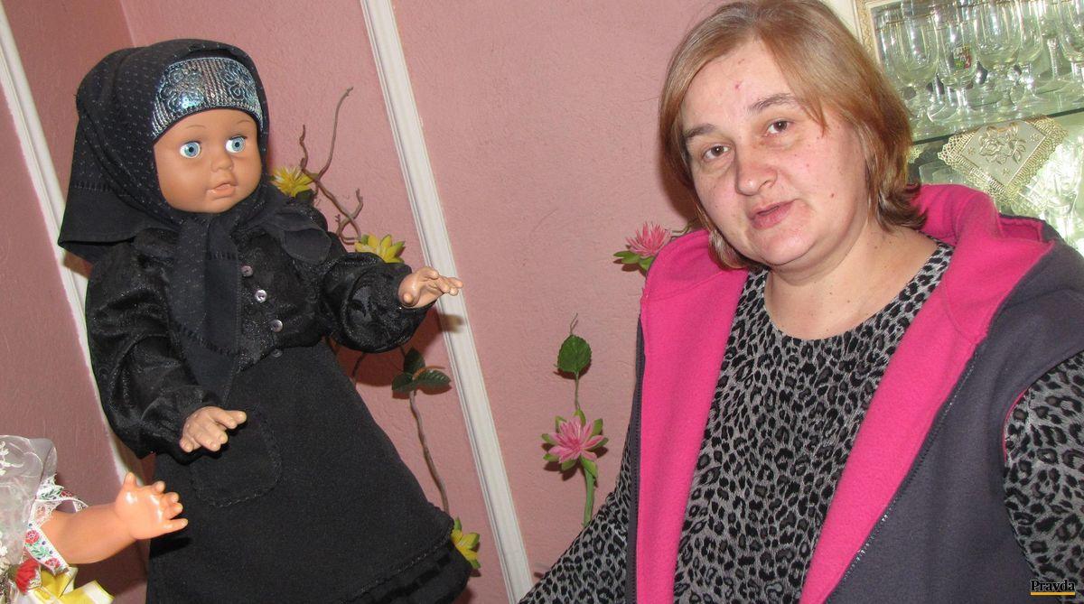Takýto kroj nosievala stará mať Evy Bevízovej (na snímke).