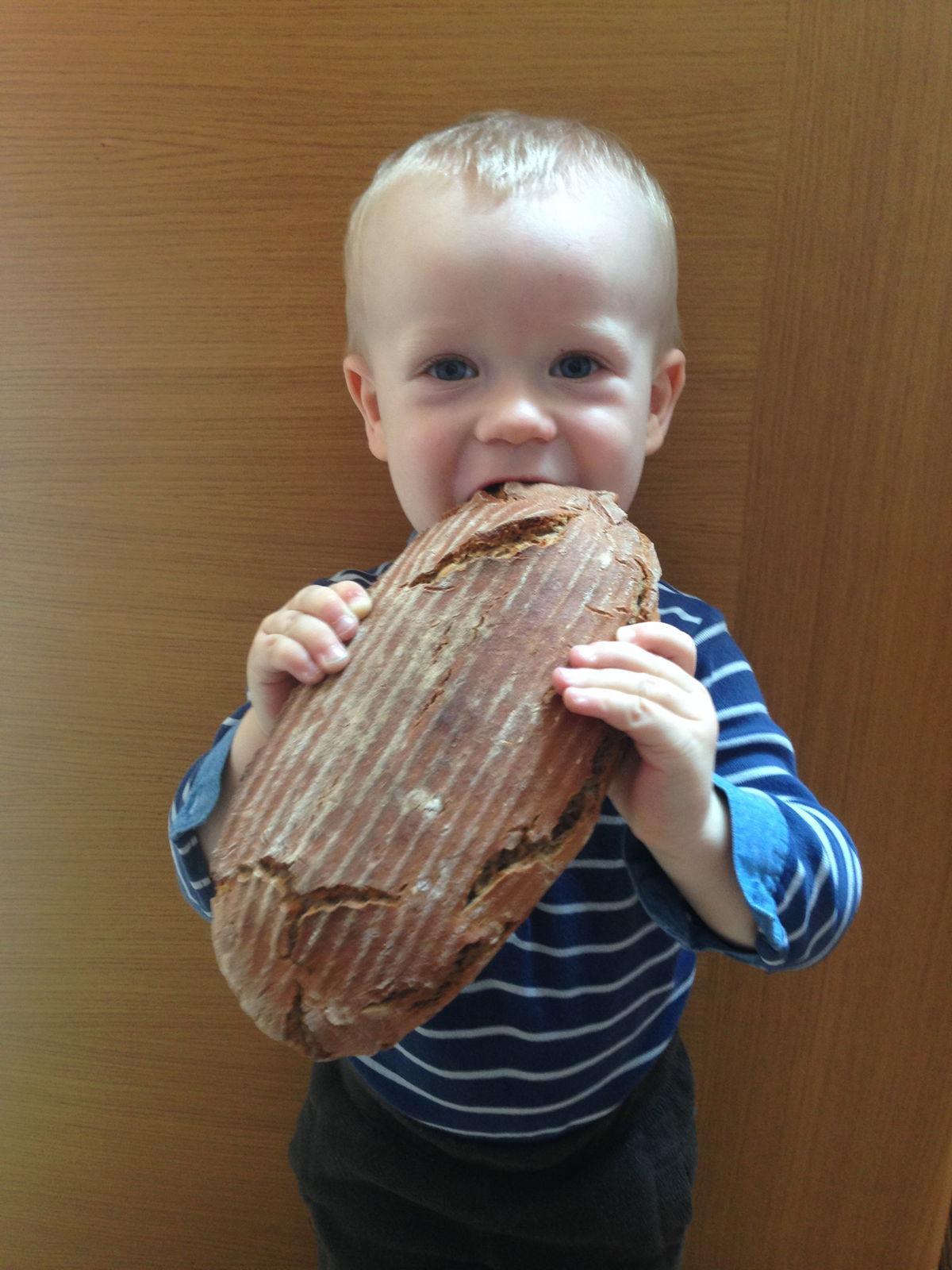Kváskový chlebík, aký poznáme z detstva, chutí aj tým najmenším.
