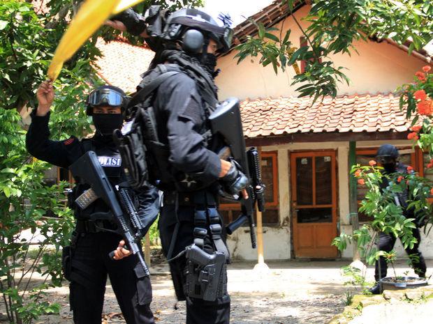 Indonézia, policajti, útok,