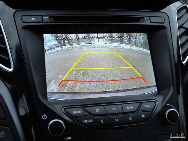Pri parkovaní pomáhajú senzory, kamera alebo parkovací asistent.