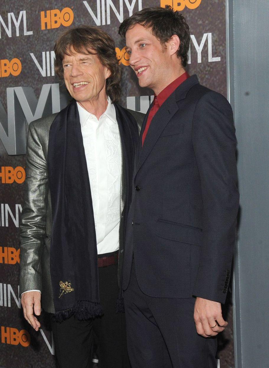 Mick Jagger a James Jagger počas newyorskej premiéry projektu Vinyl z dielne HBO.
