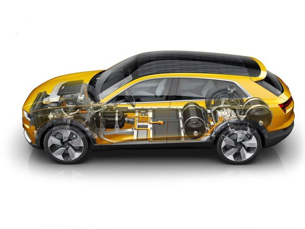 Kým palivový článok je umiestnený pod prednou kapotou, batéria našla svoje miesto v podlahe pod prednými sedadlami a kompozitné nádrže na vodík zas pod podlahou kufra a zadnými sedadlami.