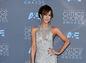 Herečka Kate Beckinsale prišla v kreácii Monique Lhuillierovej.