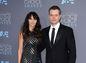Luciana Barroso ( šatách Naeem Khan) a jej manžel Matt Damon.