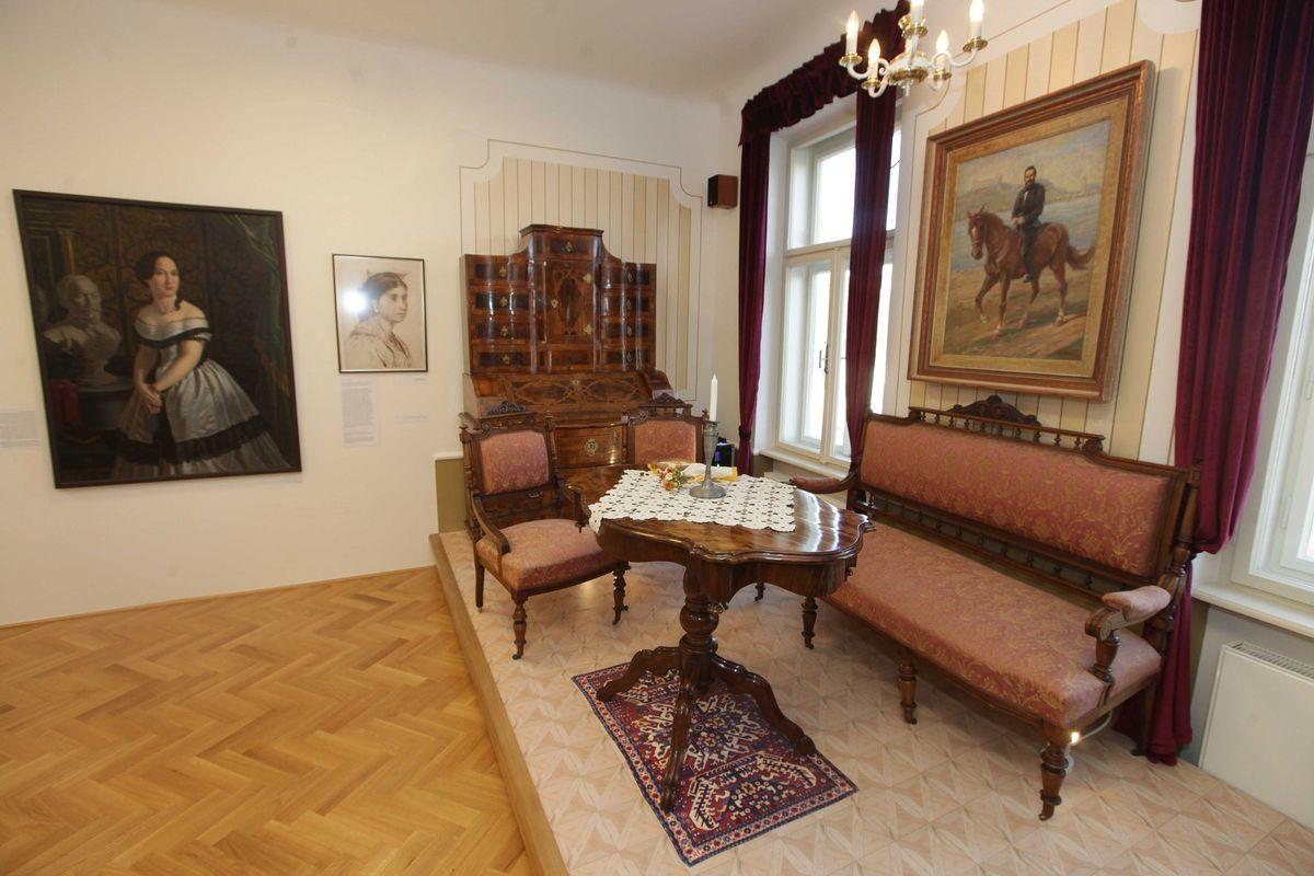 Časť pôvodného zariadenia v obnovenej expozícii Múzea Ľ. Štúra.