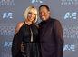 Speváčka Mary J. Blige v šatách J. Mendel. Sprevádzal ju partner Kendu Isaacs.