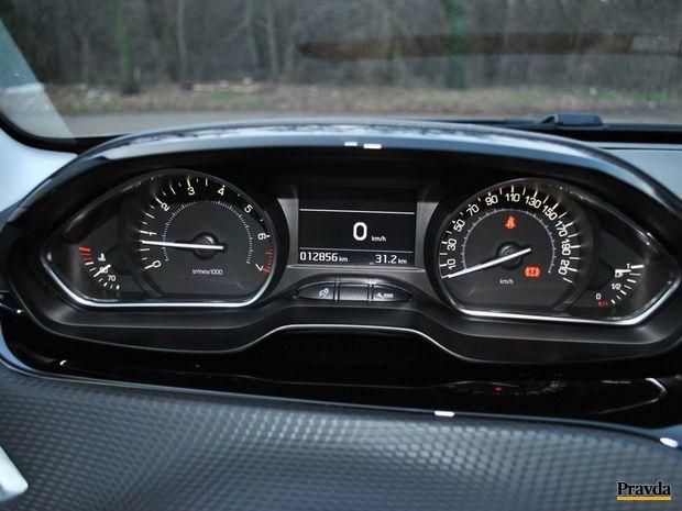 Zle nastavená výška volantu môže spôsobiť, že vodič nebude vidieť časť tachometra a otáčkomera.