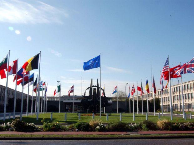 NATO, centrála, Brusel, vlajky