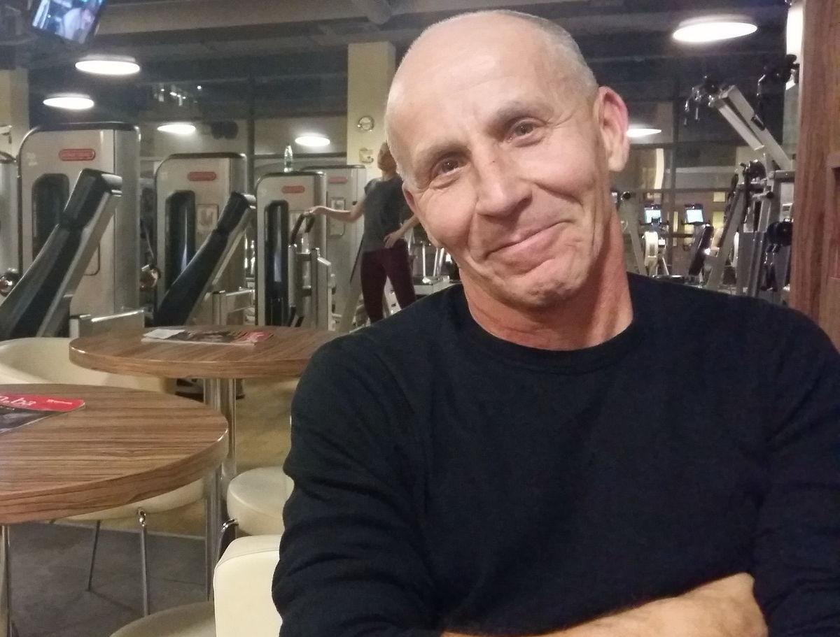 Vyrastal v telocvikárskom kabinete, s manželkou sa zoznámil vo fitnescentre.