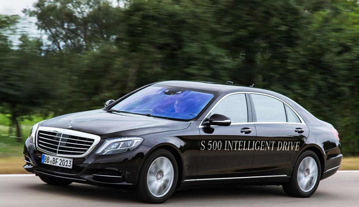 Mercedes-Benz patrí s Volvom a Googlom medzi spoločnosti, ktoré prevzali zodpovednosť za nehody spôsobené autonómnym riadením.