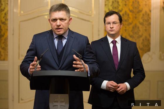 Premiér Robert Fico a minister školstva Juraj Draxler počas sobotňajšieho spoločného vyhlásenia k pripravovanému štrajku časti učiteľov.