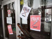 štrajk, štrajk učiteľov, škola, oznam o štrajk, gymnázium metodova