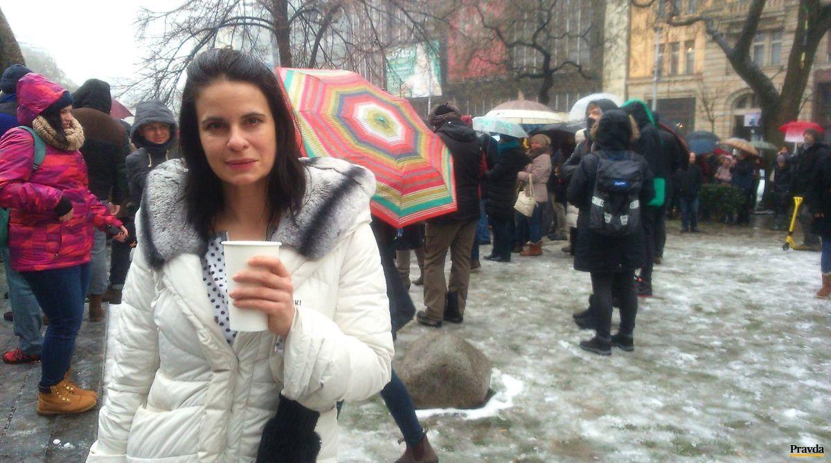 Učiteľov prišla podporiť aj herečka Zuzana Fialová.