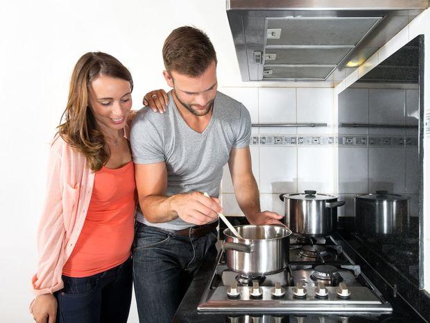 Plyn, žena, muž, varenie
