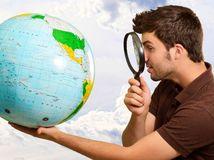 svet, lupa, cestovanie, zemeguľa, glóbus, zemepis, dovolenka, krajiny, svetadiely