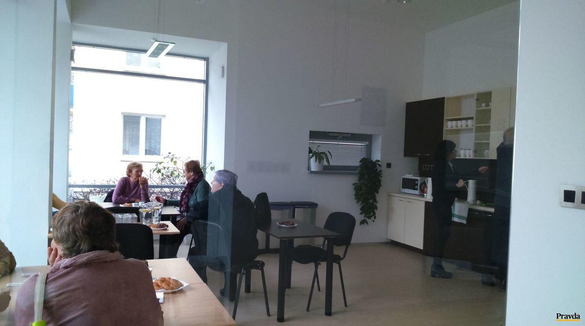 V centre je k dispozícii video projektor, interaktívna tabuľa aj kuchynka.