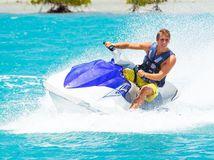 vodný skúter, leto, dovolenka, kúpanie, letná dovolenka, prázdniny, more, voda, oceán, šport, vodný šport, slnko, záchranná vesta, plavky