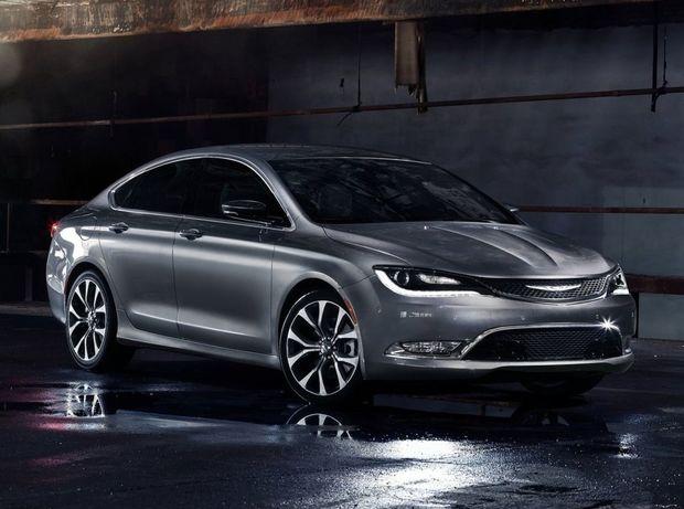 Sedany Chrysler 200 a Dodge Dart sa do 18 mesiacov stanú minulosťou. Nahradiť ich majú crossovery. Tak velí zmena zákazníckych trendov.