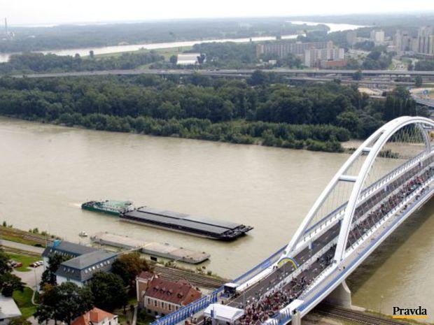 Západne od Prístavného mosta je Most Apollo, južne pribudne ďalší most ako súčasť nového obchvatu.