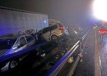 Na bratislavskom obchvate sa zrazilo päť áut, jeden zranený