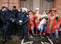 Kolín nad Rýnom, karneval, fašiangy, maska, polícia