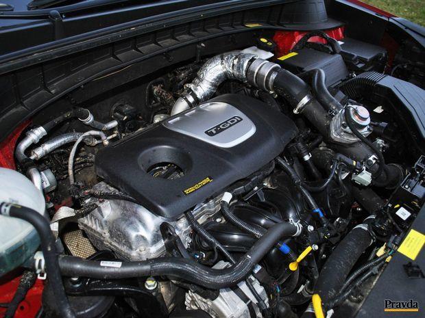 Benzínový motor naplno ožíva už po hranici 1 500 otáčok. Najväčší ťah sa dostaví až po prekonaní 4 000 otáčok.