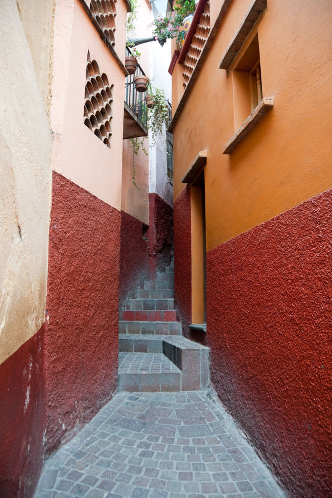 Ulička bozkov - Callejon del Beso v mexickom Guanajuate.