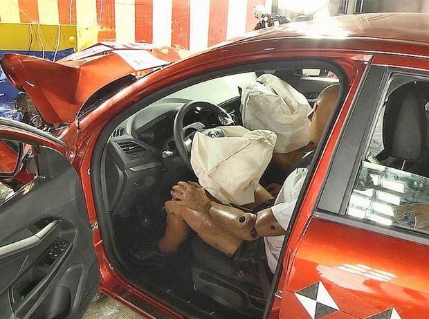 Interiér zostal počas nárazu stabilný a perfektne pracovali aj airbagy či napínače bezpečnostných pásov.