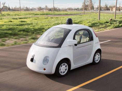 Autá Google by mohli jazdiť bez volantu aj pedálov
