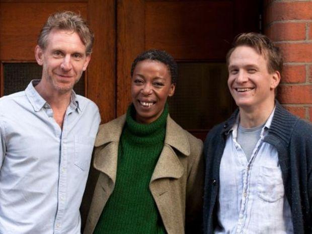 Jamie Parker ako Harry (vľavo), Paul Thornley alias Ron a jeho manželku Hermionu stvárni Noma Dumezweniová, harry potter