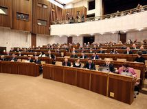 parlament, mimoriadna schodza, sestricky, ucitelia
