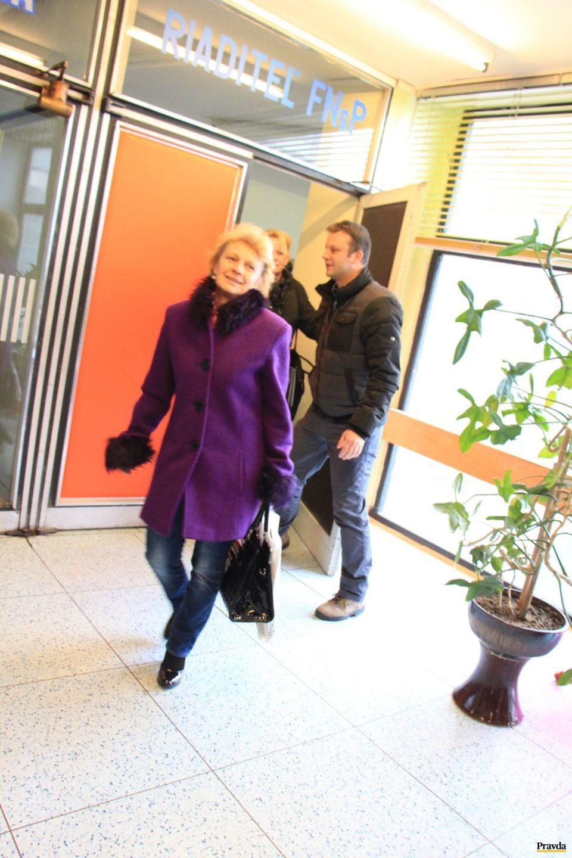 Jozefa Súkeníková, šéfka odborového zväzu zdravotníctva a sociálnych služieb vo FNsP Žilina a Miroslav Vlk podpredseda Základnej odborovej organizácie sestier a pôrodných asistentiek odchádzajú z vyjednávania s vedením nemocnice.