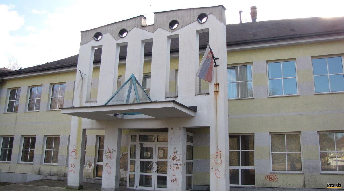 Fiľakovská umelecká škola sa bude sťahovať do týchto priestoroch, kde v minulosti sídlil daňový úrad.