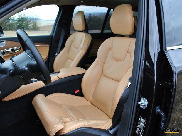 Kožené sedadlá obsahujú aj ventiláciu.