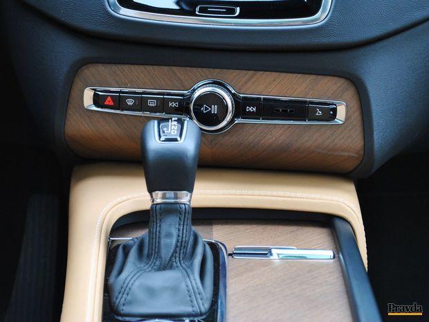 Automatická prevodovka má 8 rýchlostných stupňov. O ich zmene vodič takmer ani nevie.