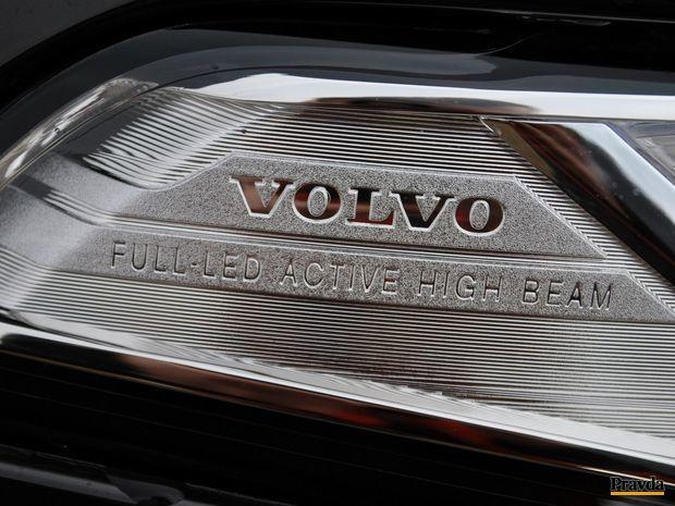 LED svetlomety sú dnes v luxusných SUV už bežne dostupné. V tomto prípade sa nachádzajú v štandardne najvyššej výbavy.