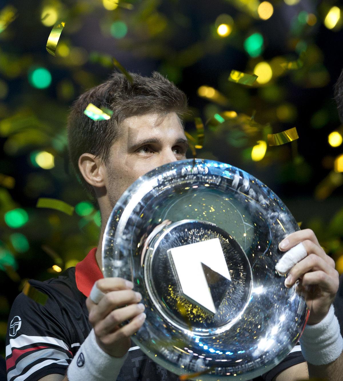 Martin Kližan s trofejou z Rotterdamu.