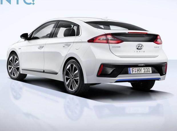 Hybridnú verziu Ioniqu poháňa 4-valec 1,6 GDI s Atkinsonovým cyklom a elektromotor integrovaný priamo v motore. Celkový výkon sústavy je 104 kW.