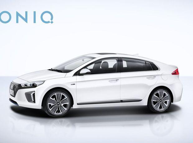 Ioniq je postavený na unikátnej platforme umožňujúcej použiť až tri druhy ekologických pohonov.